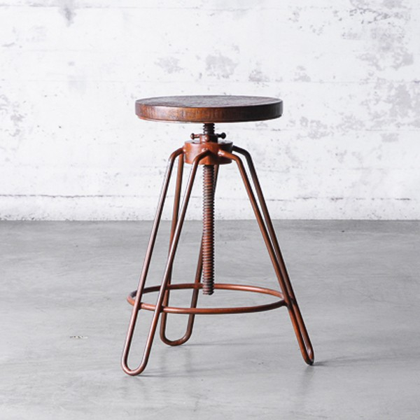 tabouret de bar ajustable en acier antique rust et assise en bois de manguier 09 recasted. Black Bedroom Furniture Sets. Home Design Ideas