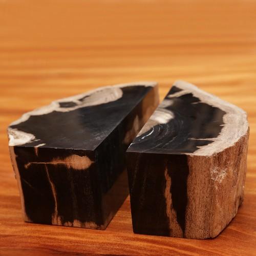 Commode composée de plusieurs tiroirs en bois massifs et en édition limitée 145-Exceptional Drawers
