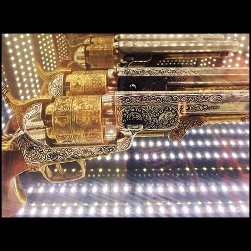 Chaise de repas rembourrée en cuir nubuck avec structure en noyer massif 154-Webbing Padded