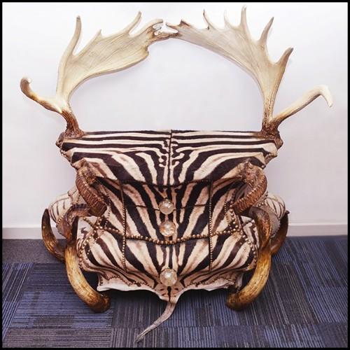 Canapé double recouvert avec une peau de zèbre de Burchell et véritables cornes PC-Zebra and Horns