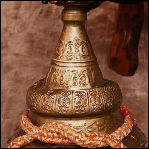 Bout de canapé avec tronc en bois massif brûlé saisi dans du verre acrylique PC-Kisimi Burnt Trunk