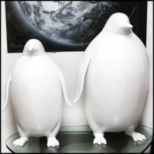 Sculpture of Emperor penguin in varnished white lacquered resin PC-Penguin