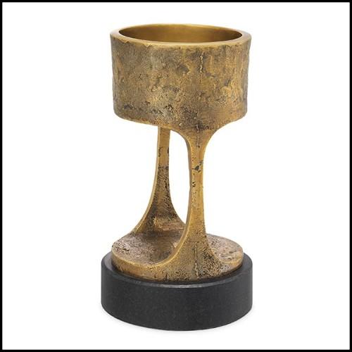 Vase en verre noir soufflé à la main entouré d'une structure en laiton 104-Enlace Spheres