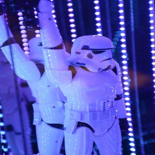 Table d'appoint avec plateau en acajou et deux pieds croisés en fer forgé finition satiné noir 119-Double X