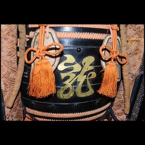 Porte-parapluie avec structure en acier inoxydable poli avec finition nickel et plateau noir 24-Quantum