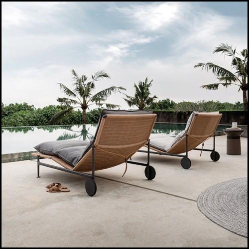 Fauteuil avec base pivotante couvert avec tissu avalon white avec 2 coussins 24-Clarissa