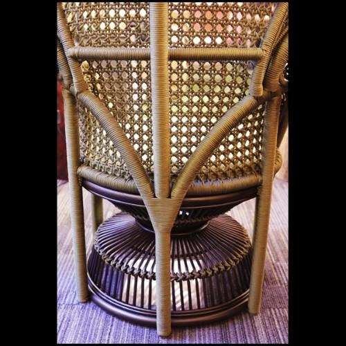 Coussin en tissu avec motif noir et gris brodé à la main 24-BLISS