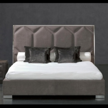 Bed in steel or bronze structure upholstered with grade B leather 150-Soufflè