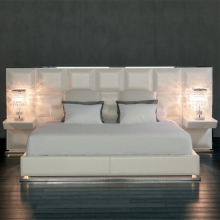 Bed with structure in steel or bronze upholstered with grade B leather 150-Polo